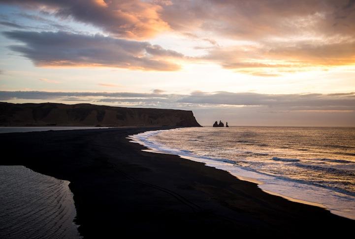 lack sand beach of vik