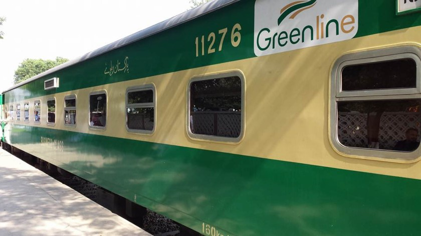 passing green line train - 800×480